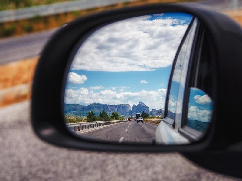 Retrovisor de carro na Grécia