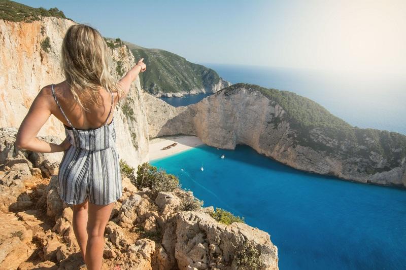 Trilha para o mirante de Navagio Beach na Grécia