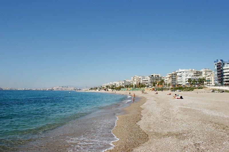 Praia de Alimos perto de Atenas