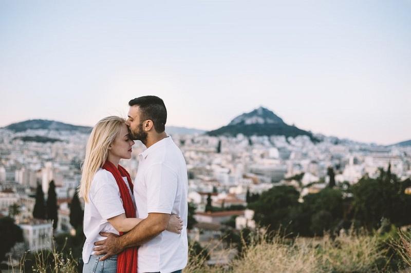 Casal em monte com vista para o Monte Licabeto