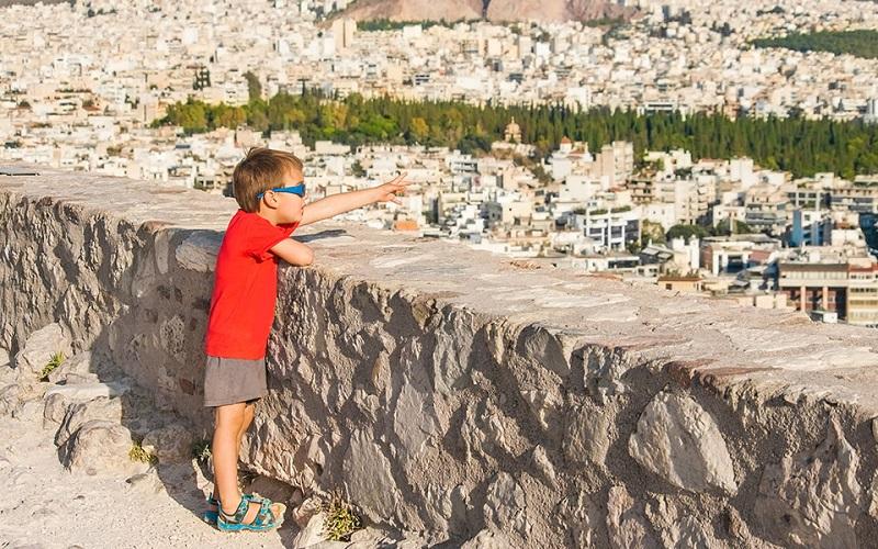 Criança em Atenas
