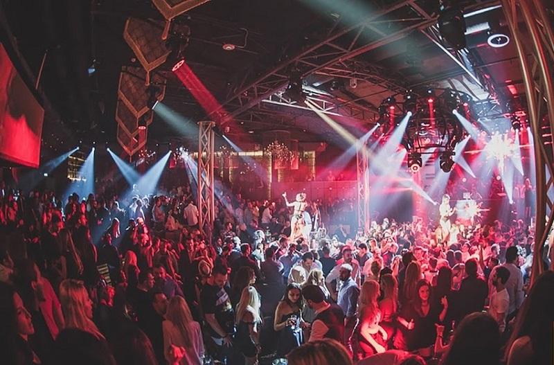 Lohan Nightclub em Atenas