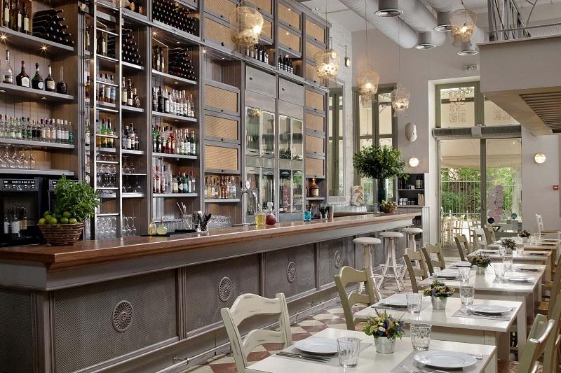 Interior do Restaurante Kuzina em Atenas