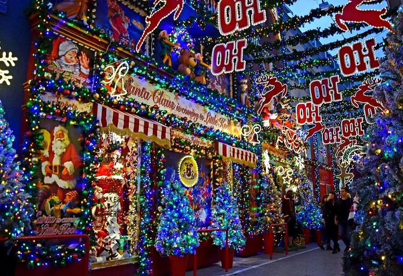 Decoração nas lojas de Natal em Atenas