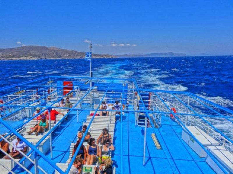 Interior do ferry boat na Grécia