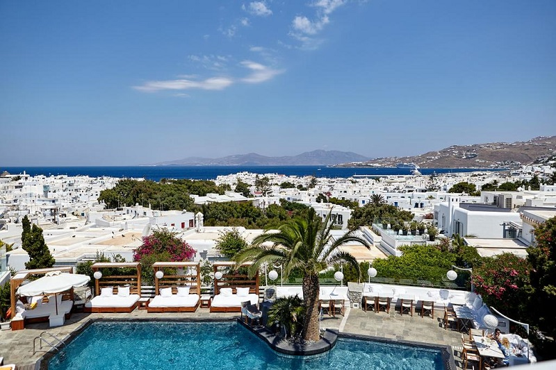 Piscina de hotel em Mykonos