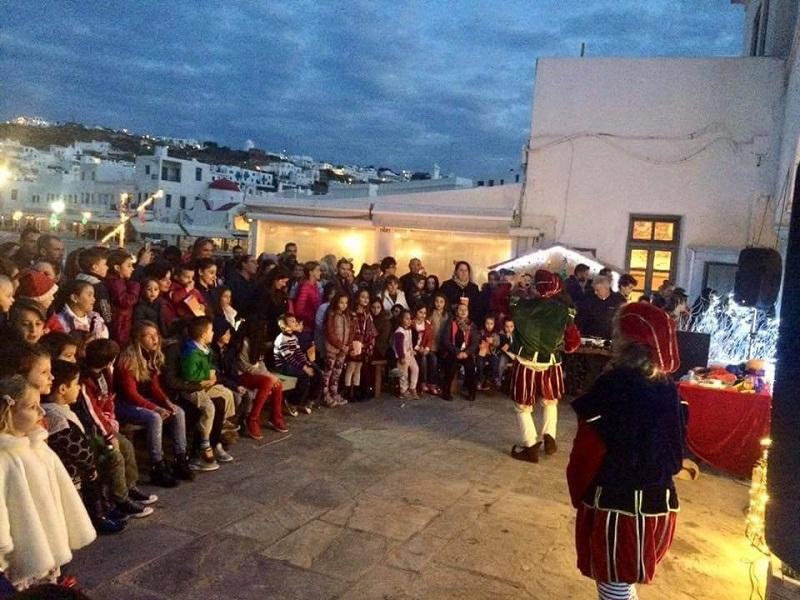 Apresentação de Natal para as crianças em Mykonos