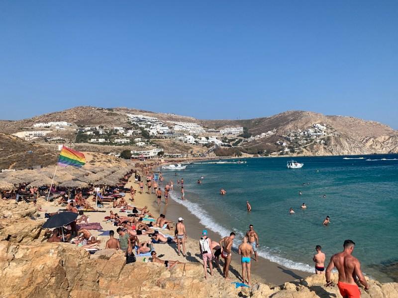 Praia gay-friendly em Mykonos