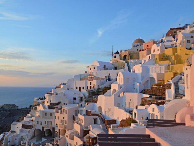 Como é e o que fazer no verão em Santorini
