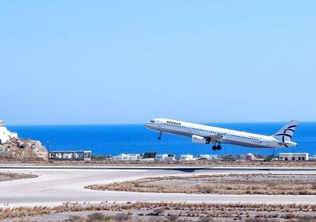 Como ir do aeroporto de Santorini até o centro turístico