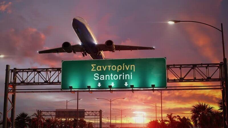 Avião para o aeroporto de Santorini