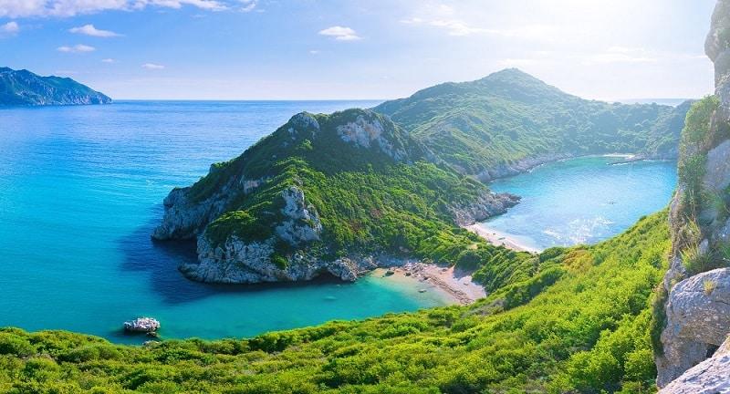 Praia em ilha grega