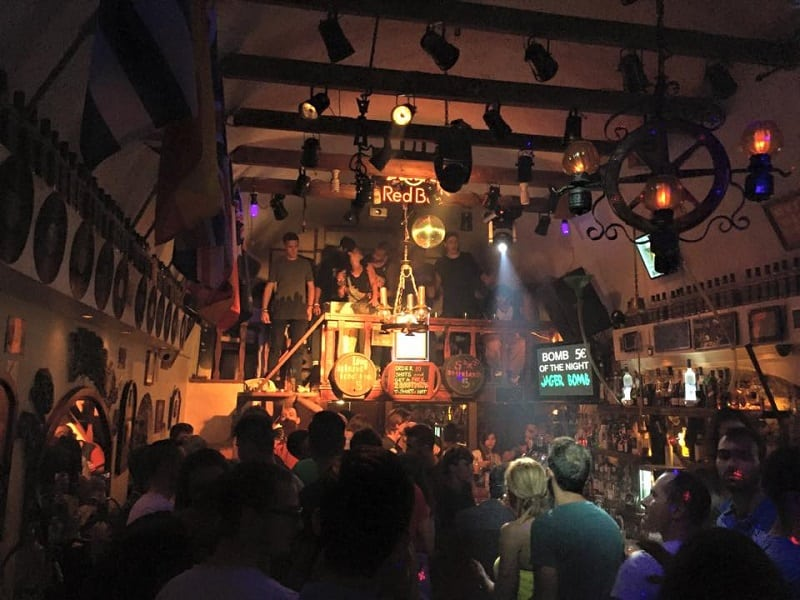 Two Brothers Bar em Santorini