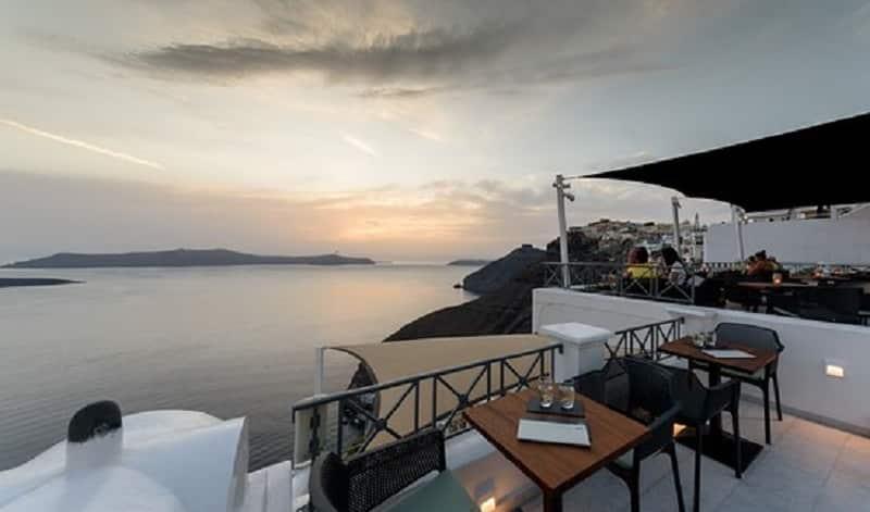 Vista do VR cafe Bar em Santorini
