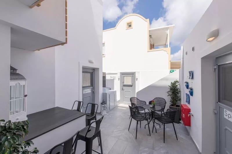 Área externa Bedspot Hostel em Santorini