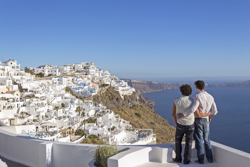 Casal gay em Santorini