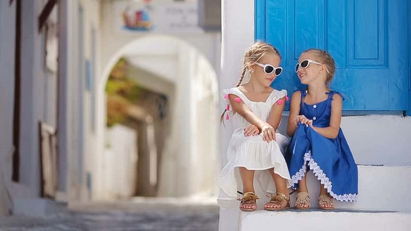 Crianças nas ilhas gregas
