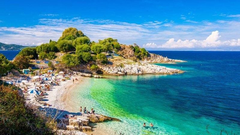 Praia de Corfu, na Grécia