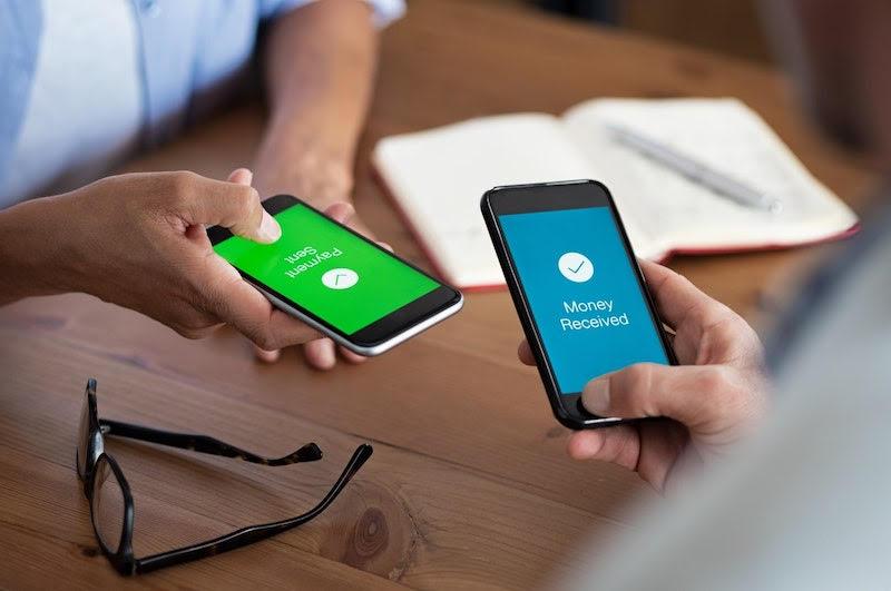 Transferência online de dinheiro via celular