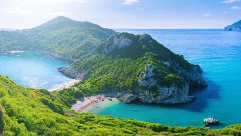 Vista aérea de montanhas em Corfu, na Grécia
