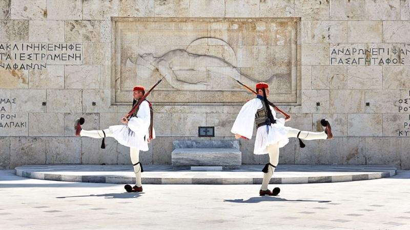 O que fazer no bairro de Syntagma em Atenas: Troca de guardas da Guarda Presidencial